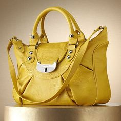 love the mustard color of this
