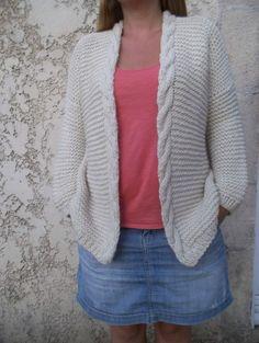 Philémon (modifs pour gilet moins loose) - Une poule à petits pas Ladies Cardigan Knitting Patterns, Knit Cardigan Pattern, Knitted Poncho, Knit Patterns, Baby Cardigan, Knit Basket, Cardigans For Women, Mantel, Knitwear