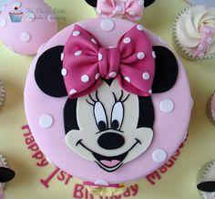 Bolos decorados da Minnie cor de rosa - http://www.boloaniversario.com/bolos-decorados-minnie-cor-rosa/