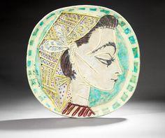 """Picasso plate Assiette avec le profil de Jacqueline, son """"ultime muse"""" 1956. © Succession-Picasso / Claude-Germain"""