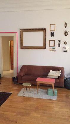 Gemütliches WG-Wohnzimmer im vintage Stil eingerichtet und mit kreativer Wandgestaltung  #Wohnzimmer #WG #vintage #Wandgestaltung #Wien