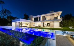 A Beverly Hills Contemporary Home Goes On The Market - http://www.interiordesign2014.com/architecture/a-beverly-hills-contemporary-home-goes-on-the-market/