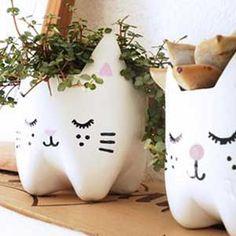 Τελεια γλαστρα απο πλαστικο μπουκαλι: Μια γλυκια γατουλα - Plant Pot from Recycled Plastic Bottle
