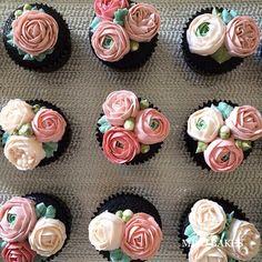 Miso Bakes   Buttercream floral cupcakes.