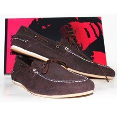 Sepatu cowok warna Coklat merk Black Master dengan bahan kulit sintesis dan suede. Cocok untuk Travelling, hangout bareng temen-temen dan adventure.