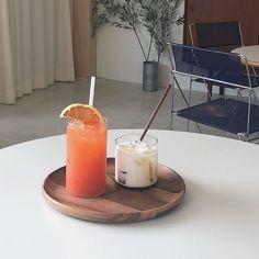 Yummy Drinks, Yummy Food, Cafe Concept, Cozy Cafe, Aesthetic Food, Aesthetic Grunge, Milk Tea, Coffee Cake, Coffee Shop