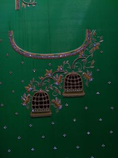 Embroidery Neck Designs, Bead Embroidery Patterns, Beaded Embroidery, Hand Embroidery, Maggam Work Designs, Maggam Works, Simple Blouse Designs, Cut Work, Gold Work