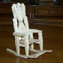 La chaise à bascule en épingle à linge                                                                                                                                                                                 Plus