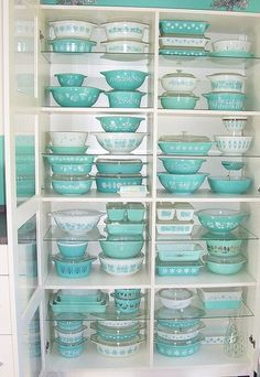 PYREX retro. I want every single aqua and white piece in existence.