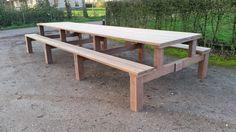 Hout upcyclen is een van de mooiste dingen om te doen, van 40 jaar oude brugdelen heb ik een picknicktafel gemaakt. Het hout is azobe en het ding is niet te tillen. Deze teamtafel kun je met 18 man aan zitten. Build A Picnic Table, Outdoor Picnic Tables, Outdoor Couch, Patio Table, Diy Table, Outdoor Dining, Outside Furniture, Lawn Furniture, Long Wood Table