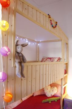 DIY: Wood house with Kura beds - IKEA Hackers - IKEA Hackers; includes full instructions and measurements Kura Bed Hack, Ikea Kura Bed, Ikea Kids, Diy Bett, Deco Kids, House Beds, Kids Room Design, Recycled Furniture, Kid Beds