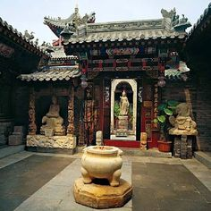 Amazing photos: The invisible Liu Bolin Where'd he go? Bolin disappears into a Chinese courtyard (hint: look to the left of the door). Liu Bolin, Chinese Courtyard, Chinese Garden, Mind Blowing Pictures, Top Paintings, Chinese Contemporary Art, Art Chinois, Master Of Fine Arts, Invisible Man