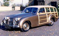 Allard Safari automobile de 1952  L'Allard Safari fut produite de 1952 à 1955, avec un moteur Ford 8 cyl, 3.6L de 85 ch, longueur 5.03 m, largeur 1.8 m, empattement 2.85 m, suspension avant Independent et arrière De Dion.