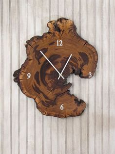Holzuhr von Redbud – Live Edge Reclaimed Tree Slice - Wood Working Six Wood Projects, Woodworking Projects, Weird Shapes, Live Edge Wood, Diy Clock, Wood Clocks, Reclaimed Wood Furniture, Modern Furniture, Rustic Theme