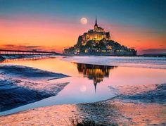 Stone castle on the oasis of Mont Saint-Michel, France Mont Saint Michel France, Le Mont St Michel, Best Vacation Destinations, Best Vacations, Visit Bordeaux, Region Bretagne, Adventure Photos, Normandy France, Triomphe