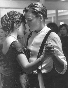 Jack & Rose (Kate Winslet & Leonardo DiCaprio in Titanic) Film Titanic, Kate Titanic, Titanic Movie Scenes, Titanic Kate Winslet, Bon Film, Great Movies, Movies Showing, Make Me Smile, Love Story