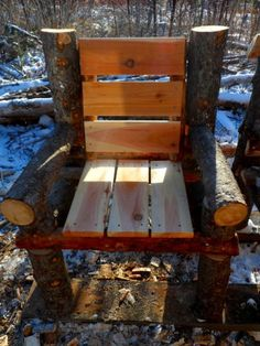 Bench built with logs and pallets 6 Rustic Log Furniture, Twig Furniture, Woodworking Furniture, Unique Furniture, Woodworking Projects, Log Chairs, Wooden Chair Plans, Diy Furniture Making, Log Projects