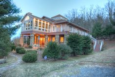 Mountain Family Lodge - great for a LARGE group. 12 bedrooms. Near Boone & Blowing Rock