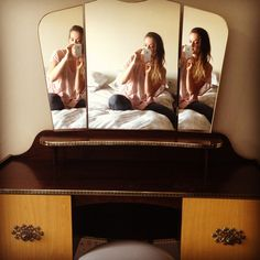 #retro #vintage #oldschool #dresser #dressingtable #mirrors #reflection