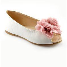 The Doll Maker White Layered Flower Peep-Toe Flat ($17) ❤ liked on Polyvore featuring shoes, flats, blossom footwear, white flat shoes, flat shoes, white shoes and white peep toe shoes