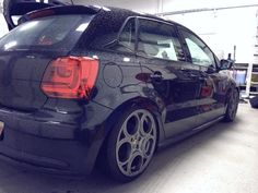 Polo - Another awesome looking rim! Volkswagen Polo, Vw, Play Golf, Vehicles, Michael Jackson, Beetle, Awesome, Board, Wheels