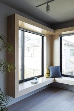 Minimalist home interior design is all about the basics, minimal furniture and simple decor that takes little to no space. Home Room Design, Living Room Designs, Apartment Interior Design, Interior Decorating, Minimalist Apartment, Minimalist Home Interior, Minimalist Window, Minimalist Architecture, Modern House Design