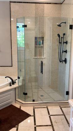 Master shower / Augusta Marfil The post Master shower / Augusta Marfil appeared first on Kronleuchter. Bathroom Layout, Bathroom Interior Design, Small Bathroom, Cool Bathroom Ideas, Walk In Bathroom Showers, Jacuzzi Bathroom, Tile Showers, Bathroom Canvas, Dyi Bathroom
