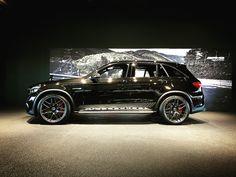 . 1/10にAMG東京世田谷にて、Mercedes-AMG GLC 63 4MATIC+の発表会がありました✨ Mercedes-AMG GLC 63 S Edition 1をはじめ、最新モデルが勢ぞろいした発表会の様子を皆様にお届けいたします . #amgtokyosetagaya #amg #mercedesamg #mercedesbenz #glc63 #プレス発表会 #新型 #ショールーム #goodsmileracing #初音ミク #gt300