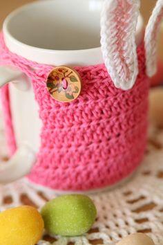 http://haakmaarraak.nl/free-crochet-pattern-easter-bunny-mug-cozy/; The free crochet pattern for the easter bunny mug cozy is now available on haakmaarraak.nl!