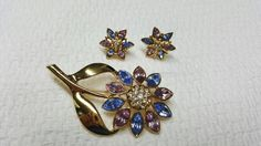 Avon Spring Floral Brooch and Pierced earrings Mint Condition Pastel Colors #avonjewellery #vintagejewelry