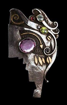 Brooch/Pendant | Linda Ladurner. Gold, silver, amethyst, peridot, garnet, aquamarine.