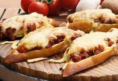 14 brutálisan jó melegszendvics, ami kitölti a hétvégéd | NOSALTY Hot Dog Buns, Meat Recipes, Hamburger, Sandwiches, Food Porn, Food And Drink, Appetizers, Lunch, Bread