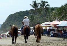 Cabalgata por #Miramar, una de las playas más bonitas de #Manzanillo, #Mexico.