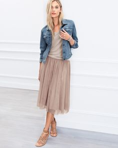 Prima Tulle Skirt with jean jacket by Garnet Hill Jupe Tulle Rose, Pink Tulle Skirt, Flowy Skirt, Style Casual, Casual Wear, Casual Outfits, Style Chic Parisien, Look Fashion, Fashion Outfits