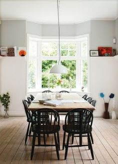 Love the soft grey at the border. Its light enough it doesn't shorten the height in the room.
