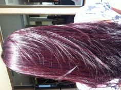 Idée Couleur & Coiffure Femme 2018 : Description Gahh I love this. I had my hair this burgundy hair color once. Im too pale to do it right now, Ive reached a new Red Violet Hair, Violet Hair Colors, Plum Hair, Hair Color Purple, Brown Hair, Color Red, Violet Brown, Red Burgundy, Red Purple