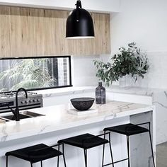 Stunning kitchen via @jmhomesbendigo, loving this palette