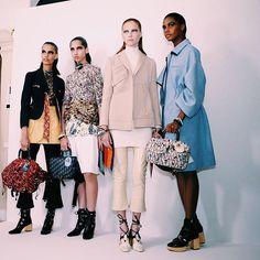 Pin for Later: Seht die Highlights der Dior Modenschau in England Eine Backstage-Aufnahme: Culottes trafen auf Booties und feminine Mäntel