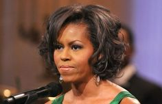 Michelle Obama's Curly Bob Pretty and feminine, this short style looks gorgeous with straight or wavy hair too. This might be one of my personal favorites. With ex-First Lady's dark ebony hair it looks absolutely amazing and yet so casual. Messy Bob Hairstyles, Trending Hairstyles, Simple Hairstyles, Haircut For Older Women, Older Women Hairstyles, Nicole Kidman, Ebony Hair, Medieval Hairstyles, Natural Wavy Hair