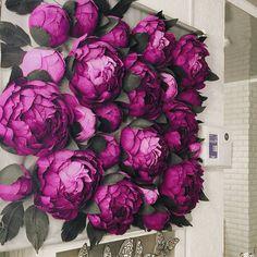 Какая же она красивая – фотозона для Звездной Nail Мастерской🌟 Вы можете заказать себе такую, и быть уверенным, что ваши клиенты и гости не… Crepe Paper Flowers Tutorial, Paper Flowers Craft, Large Paper Flowers, Giant Paper Flowers, Big Flowers, Faux Flowers, Flower Crafts, Flower Wall Backdrop, Flower Wall Decor