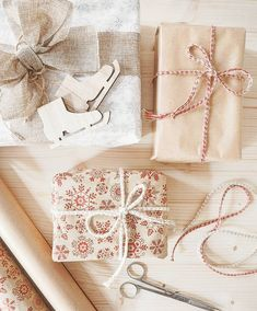 Y llegó el momento de envolver regalos! Una de mis cosas preferidas de la navidad🦌🌲🎀✨✨✨ _ #xmas #xmasdecor #details #madewithlove #deco… Gift Wrapping, Deco, Gifts, Instagram, Hipster Stuff, Wrapping Gifts, Xmas, Gift Wrapping Paper, Presents