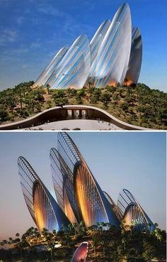 Wing Shape Zayed National Museum (Abu Dhabi, Emirados  Árabes)  Ainda em construção, o Wing Shape Zayed National Museum terá cinco torres em forma de asas que, de longe simulam montanhas. A arquitetura foi planejada de forma que as energias solar e eólica sejam aproveitadas, dispensando por completo o uso de energia elétrica.