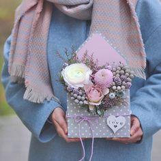 Пусть день)))будет добрым с цветочным посланием от @lathyrus.lavka #flowers  #envelopeofflowersowers#flowerstagram #bouquet #romantikflowerdesign#цветывкоробке #флористикаминск##цветочноеписьмо #букетминск #конверт #цветыминскдоставка #подарок #букетназаказминск
