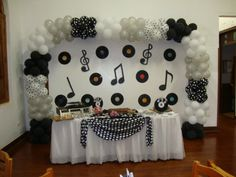 Music party theme centerpieces wedding ideas 21 ideas for 2019 Disco Party Decorations, Birthday Decorations, Party Themes, Music Theme Birthday, Music Themed Parties, 70s Party, Retro Party, Music Centerpieces, Wedding Centerpieces