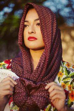 Los 10 trabajos artesanales más representativos y tradicionales de México - Tus Buenas Noticias Beautiful Mexican Women, Beautiful People, Amazing People, Mexican Artwork, Mexican Colors, Beautiful Girl Photo, North And South America, Creative Advertising, Woman Face