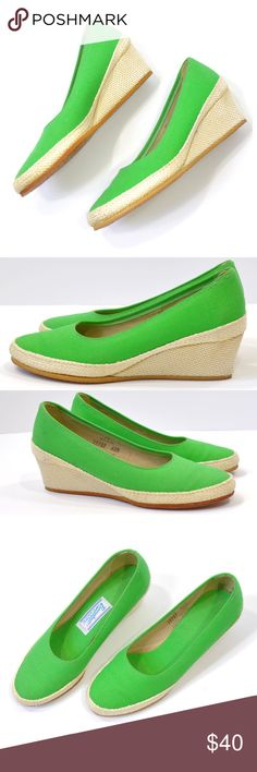 "vintage espadrilles | vintage green canvas wedges Vintage green canvas espadrille wedges. Rounded toe, rope covered wedge heels with a solid rub sole. All man-made materials.   -MEASUREMENTS- Tag Size: n/a Fits Like: 6-6.5 us  Insole: 9"" Width: 1.75"" Tip of the Toe Width: 1.5""  Outsole: 8.75""  Heel Height: 2""   Brand: Browsabouts - A Product of Oomphies, INC. made in USA Condition: excellent, look like they have never been worn (insole & outsole). A few extremely small age discoloration…"