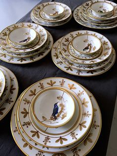 Richard Ginori, the historic Italian porcelain manufacturer, is being rejuvenated with a big dose of fashion inspired style. Antique China, Vintage China, Chinoiserie, China Sets, Elegant Table, China Patterns, Terracotta, Decoration, Tableware