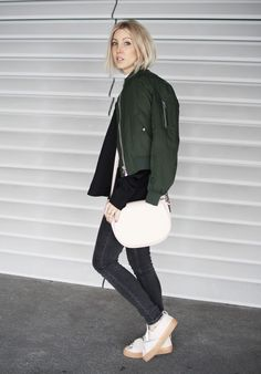 Bow Sneaker, Shoulder, Top, H&M Trend, Asos, Kunstleder, Angela Roi, Funktionschnitt, Bomberjacke, Look, lotd, ootd, Outfit, Streetstyle, Fashion, Blog, stryleTZ