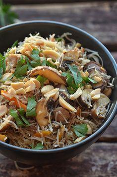 makaron zkurczakiem teriyaki iwarzywami Wok, Japchae, Rice, Meals, Vegetables, Ethnic Recipes, Meal, Vegetable Recipes