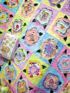 this is such a cute quilt, would be cute for a baby girl.